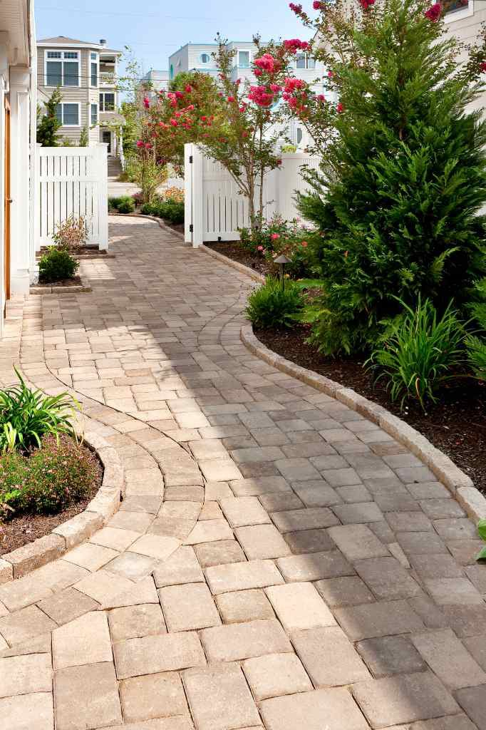 Hardscape, Considering a New Hardscape Project?  Choosing the Right Pavers